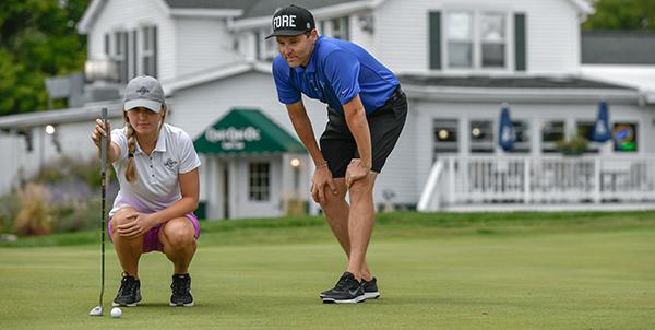 quit-qui-oc-golf-course-elkhart-lake-couples-golfing-putting